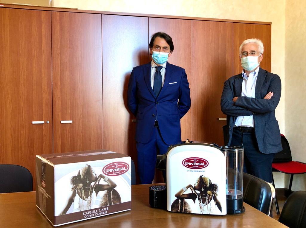 Coronavirus, Universal dona macchine da caffè e capsule ai reparti Covid-19 di Pescara