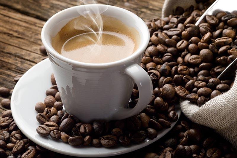 La caffeina riduce il rischio di sviluppare il più comune tumore della pelle secondo una ricerca americana